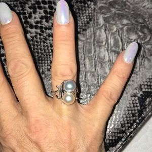 Jewelry - Beautiful 14Kt Grey & White Cultured Pearl Ring